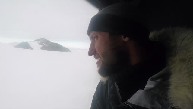 Adventurer 26 yearold Lieutenant Scott Sears reaches record breaking 1130 km solo trek across Antarctica arriving at the South Pole on Christmas Day...