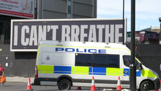 a advertising board saying 'i cant breathe' next to a uk police van on june 13 2020 in london united kingdom following a social media post by the... - i can't breathe stock videos & royalty-free footage