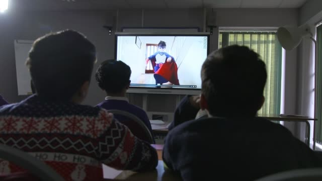 Adverts to be banned from perpetuating harmful stereotypes ENGLAND Birmingham INT Students watching advert on screen SOT