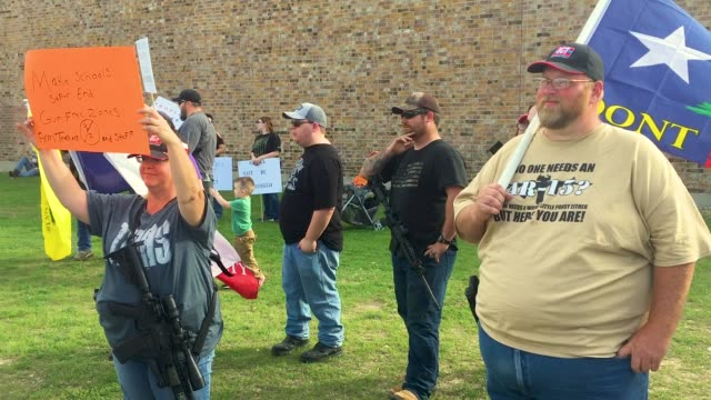 advocating for the rights of gun owners a group of demonstrators stage a counterprotest near a march for our lives rally on march 24 2018 in killeen... - controllo delle armi da fuoco video stock e b–roll