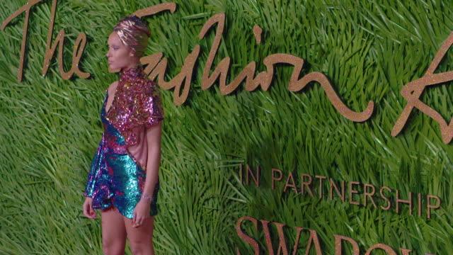 adwoa aboah at the fashion awards 2017 at royal albert hall on december 04 2017 in london england - 2017 bildbanksvideor och videomaterial från bakom kulisserna
