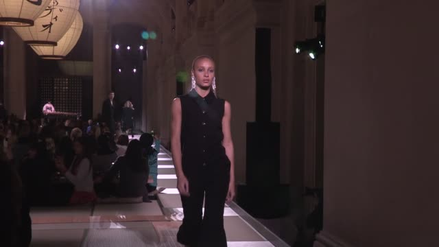 Adwoa Aboah Grace Elizabeth Amber Valletta and more Models on the runway for the HM Fashion Show in Paris Paris France on Wednesday February 28 2018