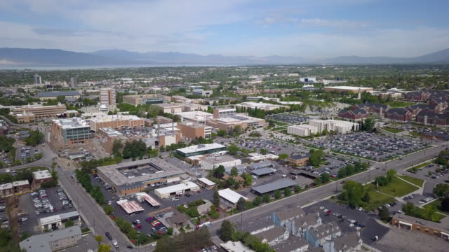 aeraial view flying over brigham young university campus - provo stock-videos und b-roll-filmmaterial