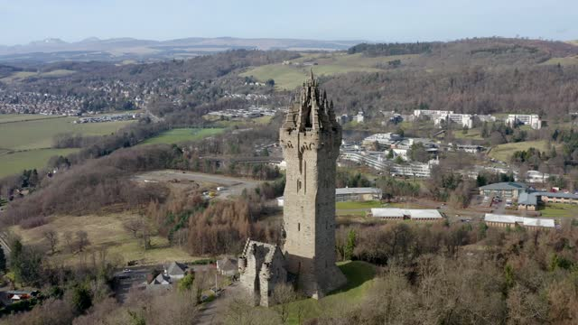 aerial 4k footage of the national wallace monument in stirling, scotland, uk - stirling stock videos & royalty-free footage