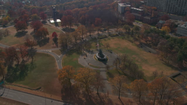 dc aerial 4k iwo jima memorial fall marine corps war memorial - arlington virginia stock videos & royalty-free footage