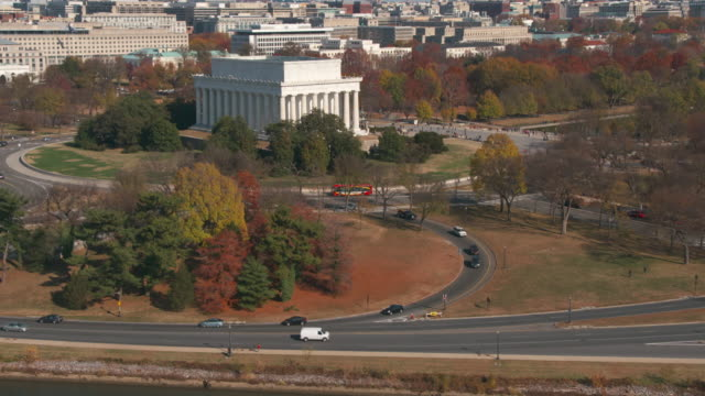 dc aerial 4k lincoln memorial autumn - lincolndenkmal stock-videos und b-roll-filmmaterial