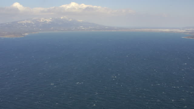 vídeos y material grabado en eventos de stock de aerial 4k shot over japan - sado