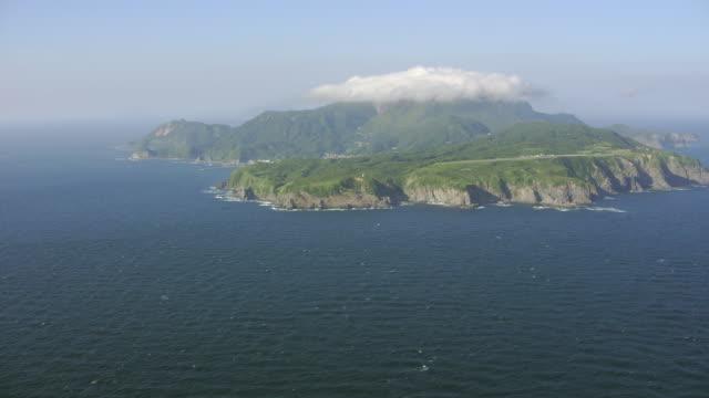 vidéos et rushes de aerial 4k shot over japan - partie d'une série