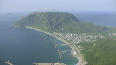 vídeos y material grabado en eventos de stock de aerial 4k shot over japan - perspectiva desde un helicóptero