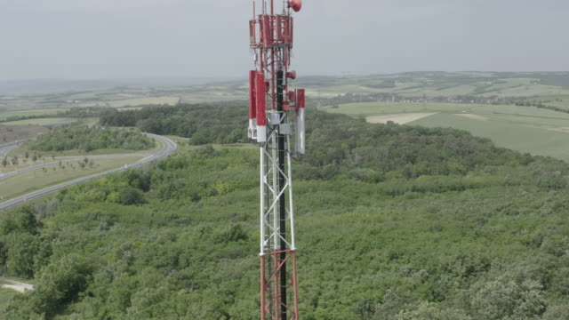 4K Aerial - 5G / LTE Antenna in a countryside - flight from low to high point of antenna