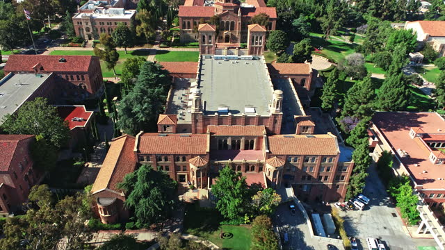 aerial across royce hall on ucla campus completed in 1929 - ucla点の映像素材/bロール