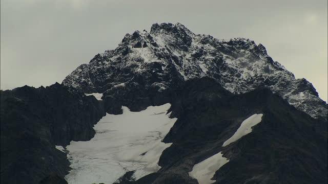 vídeos de stock e filmes b-roll de aerial alaska usa national park landscape peak travel - pinaceae