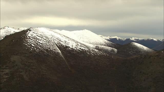 aerial alaska usa national park peak snowcapped wilderness - eco tourism stock videos & royalty-free footage