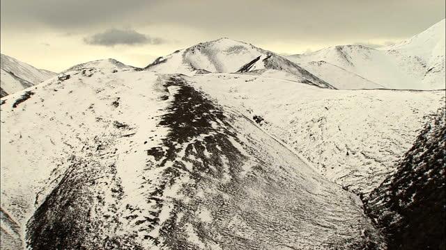 aerial alaska usa national park peak wilderness mountain - eco tourism stock videos & royalty-free footage