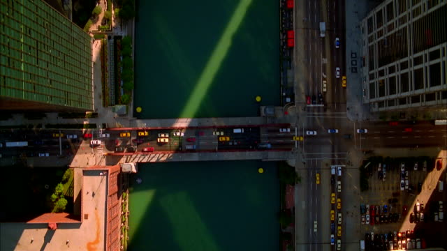 aerial along chicago river/ chicago, illinois - chicago river stock videos & royalty-free footage
