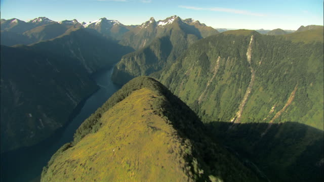 aerial along ridge off commander peak/ fiordland national park, new zealand - national park stock videos & royalty-free footage