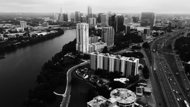 vídeos de stock e filmes b-roll de aerial america in austin texas - town