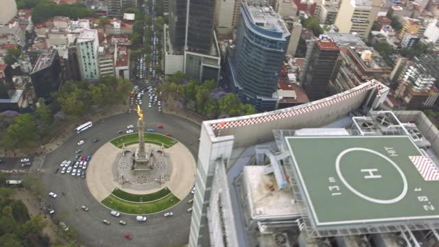 vídeos de stock, filmes e b-roll de aerial angel reforma 02 - monumento da independência paseo de la reforma