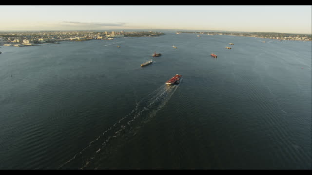 aerial approach freight ships  - はしけ点の映像素材/bロール