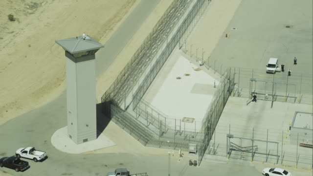 stockvideo's en b-roll-footage met aerial approach pan right prison  - gevangenis