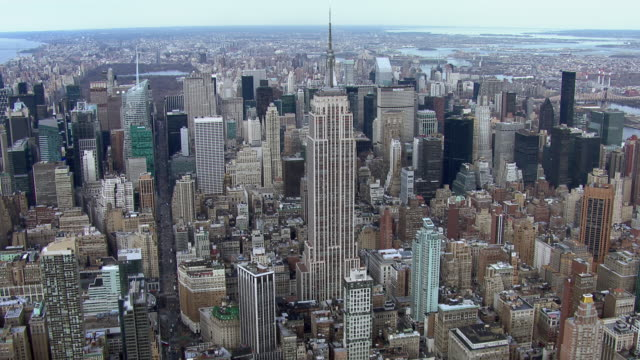 aerial approach to new york's second tallest building, the empire state building. - empire state building video stock e b–roll