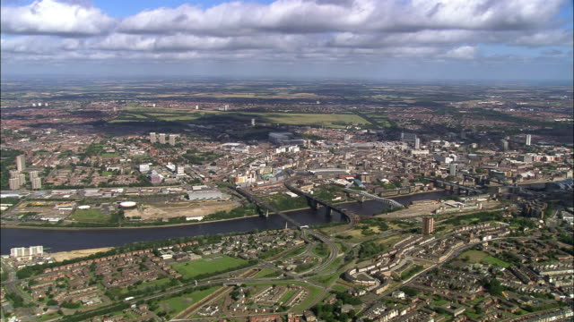 aerial approaching city of newcastle upon tyne and bridges over river tyne / england - newcastle upon tyne video stock e b–roll