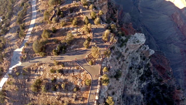 vídeos de stock, filmes e b-roll de vista aérea do grand canyon no arizona - na beira