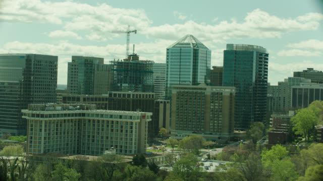 vídeos de stock, filmes e b-roll de aerial arlington, va office buildings - arlington virgínia