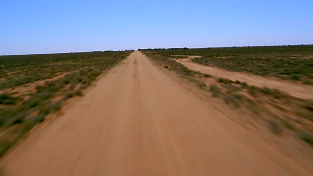 stockvideo's en b-roll-footage met aerial ascending over dirt desert road - plate met bewegende achtergrond