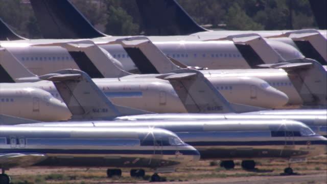 aerial la cu ts at aeroplane graveyard / mojave desert, california, united states.   - deserto mojave video stock e b–roll
