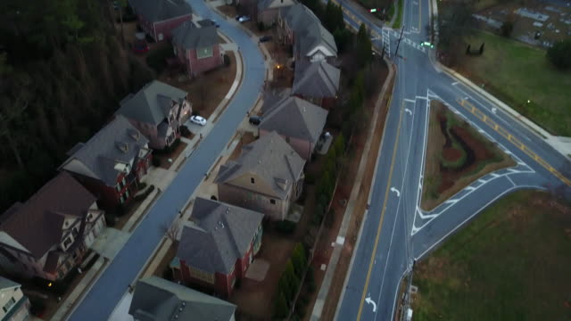 aerial atlanta, georgia suburban sunset - georgia stati uniti meridionali video stock e b–roll