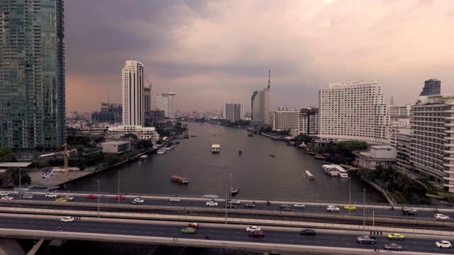 vídeos de stock e filmes b-roll de aerial bangkok riverside downtown at sunset - rio chao phraya