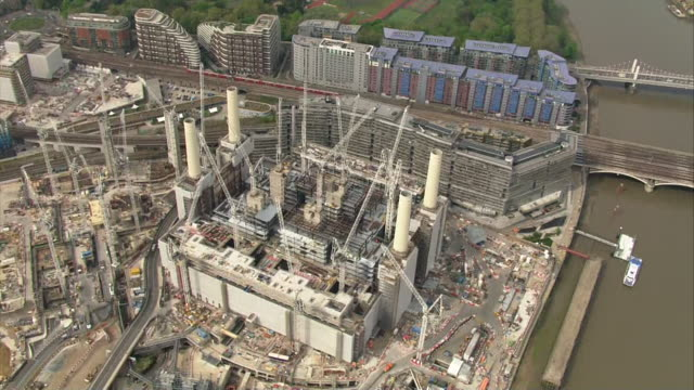 aerial battersea power station surrounded by cranes and construction work - power station stock videos & royalty-free footage