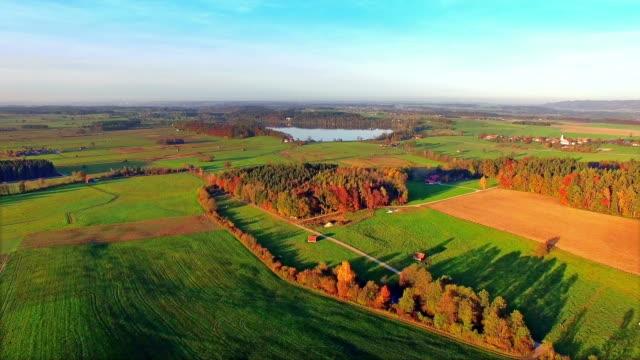 秋の航空: ババリア地方の風景 - ベルヒテスガーデナーランド点の映像素材/bロール