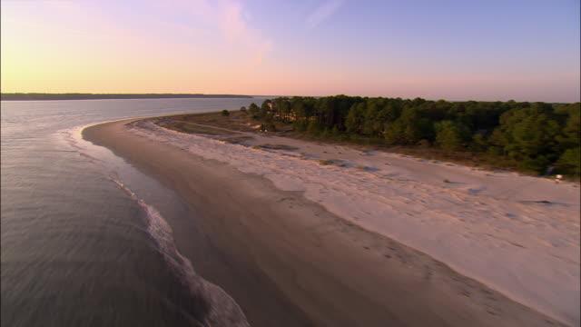 aerial beach and buildings on hilton head island/ south carolina - carolina del sud video stock e b–roll