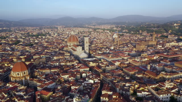 vidéos et rushes de aerial: beautiful cityscape with famous duomo and palazzo vecchio - florence, italy - florence toscane