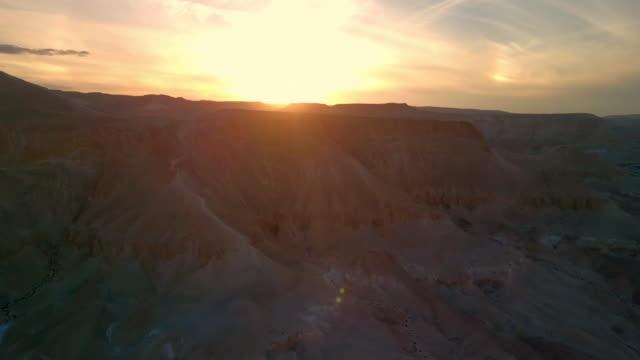 aerial: beautiful sunset in amazing desert, negev desert, israel - negev stock videos & royalty-free footage