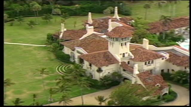 aerial beauty shot of mar-a-lago, an estate and national historic landmark in palm beach, florida, purchased in 1985 by donald trump, the 45th... - mar bildbanksvideor och videomaterial från bakom kulisserna