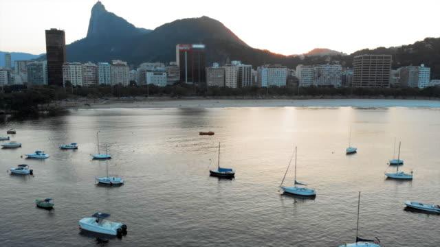 vídeos de stock, filmes e b-roll de aerial: boats and buildings in rio de janeiro at dusk - píer