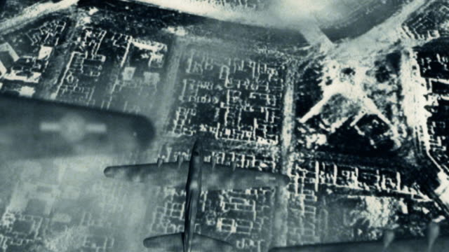 stockvideo's en b-roll-footage met aerial bombardment world war two b-17 bombers - duitsland