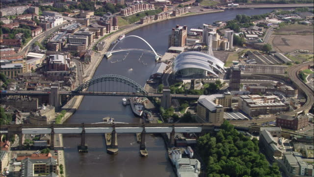 aerial bridges over river tyne in newcastle upon tyne / england - newcastle upon tyne video stock e b–roll