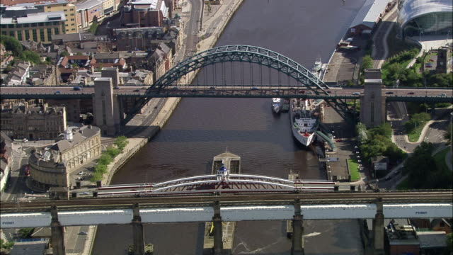 stockvideo's en b-roll-footage met aerial bridges over river tyne / newcastle upon tyne - newcastle upon tyne