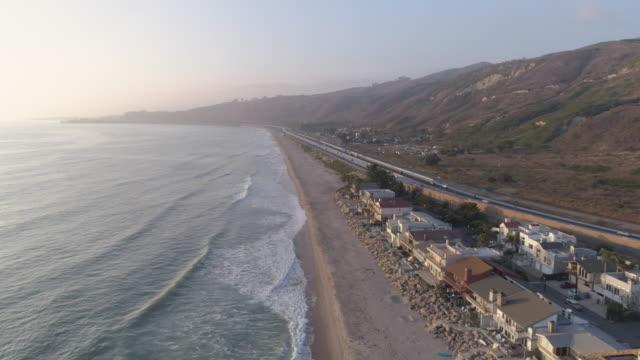 Aérea Costa de California al atardecer