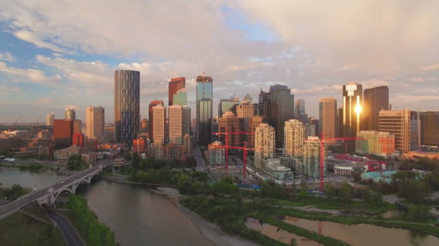 4k aerial canada: panoramic calgary - 50秒以上点の映像素材/bロール