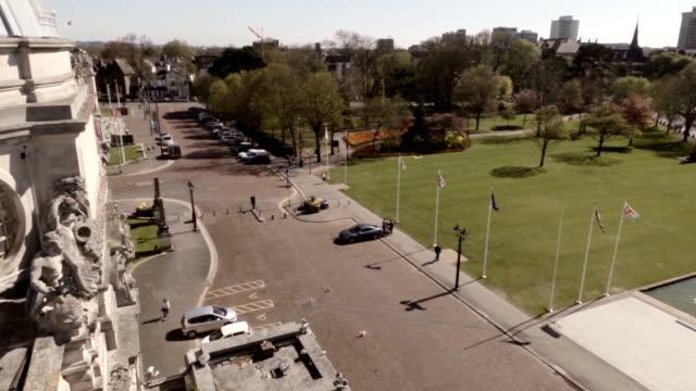 aerial cardiff city hall and national museum - カーディフ点の映像素材/bロール