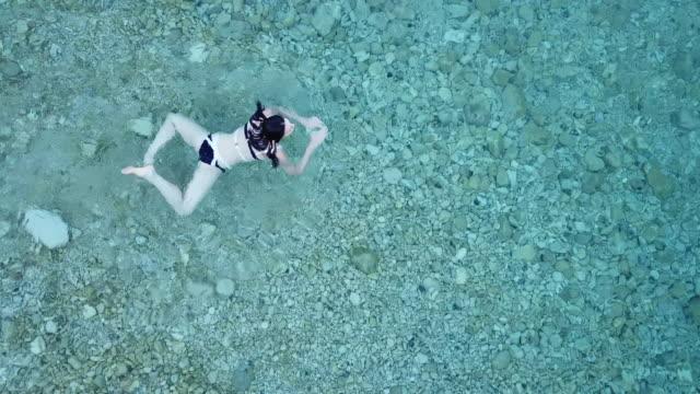 vídeos y material grabado en eventos de stock de aerial, caucasian woman swims off hvar coastline - cultura croata