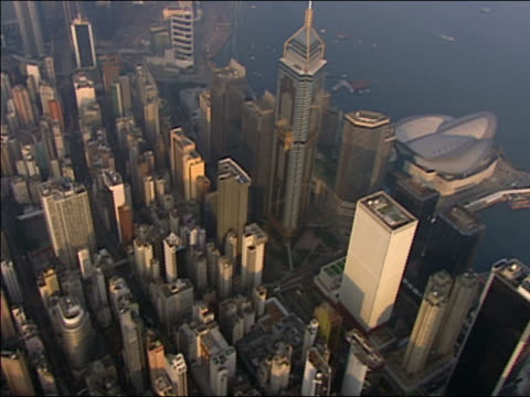 2002 aerial central plaza and cityscape near victoria harbour/ hong kong - central plaza hong kong stock videos & royalty-free footage