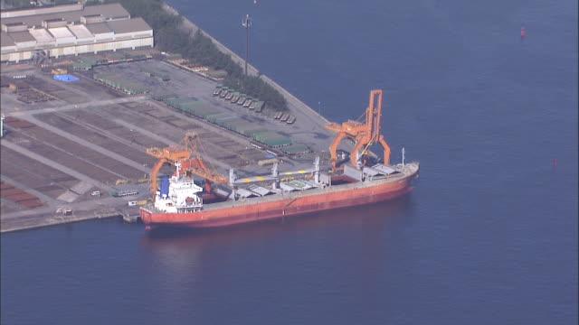 vídeos de stock e filmes b-roll de aerial chiba port area,japan - ancorado