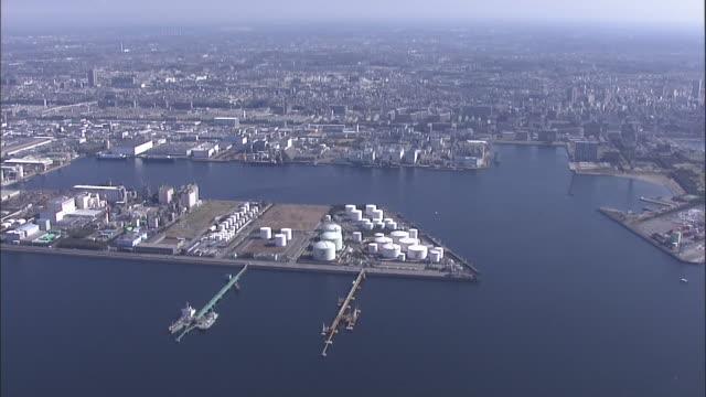vídeos de stock e filmes b-roll de aerial chiba port area,japan - fábrica petroquímica