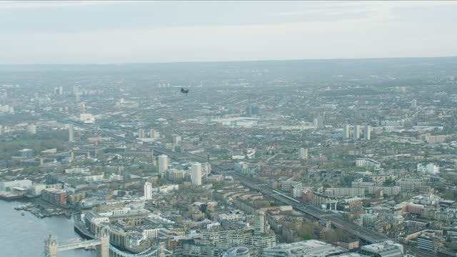 aerial chinook helicopter flying low over coronavirus london - british military stock videos & royalty-free footage
